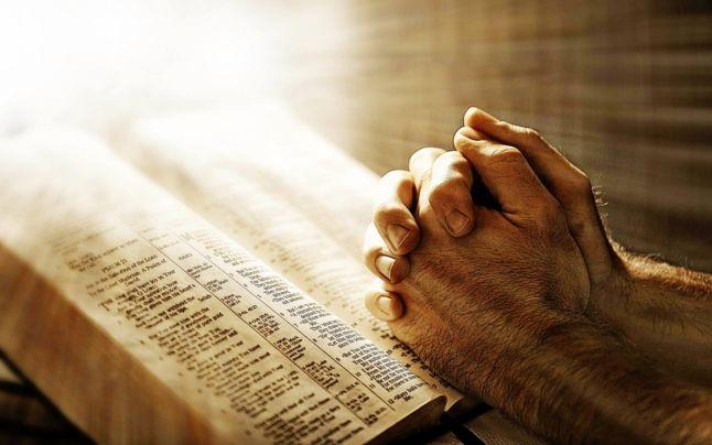 Az imádság jótékony hatásai! Hogyan segítenek a vallásos mondatok a mindennapi életben?