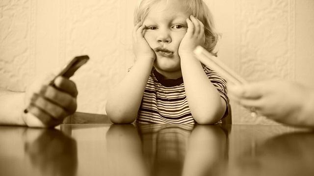 """""""Okostelefon szeretnék lenni!"""" - egy kisfiú meghatóan őszinte levele a mai felnőttekhez"""