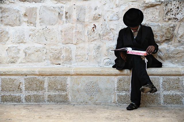 Egy idős rabbi tanácsa a szegény emberhez, aki kilátástalan helyzetbe került!