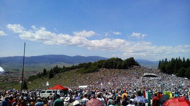 Így énekli több 100.000 ember a székely himnuszt a Csíksomlyói Búcsún