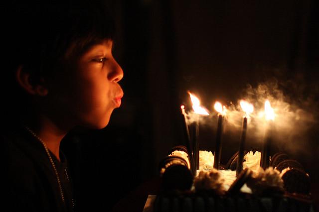 Abbahagytam az Imádkozást és a Boldog születésnapok kívánását egyugyanazon okból
