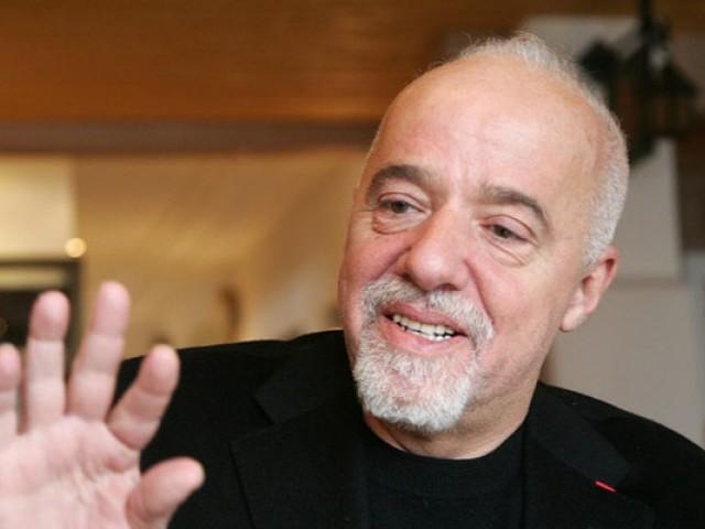"""Paulo Coelho: """"Az éretlen nők állandóan ellenőrzik a férfiakat, az érett nők tudják, hogy a férfi valójában az övék"""""""
