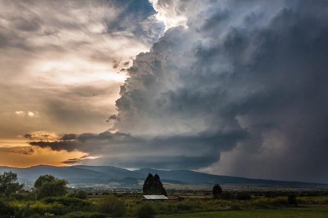 Gyönyörű, ám igen ritka felhőket kaptak lencsevégre Székelyföld fölött