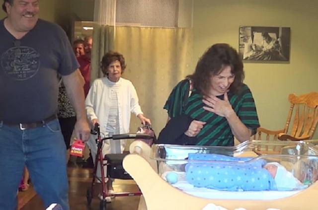 Sietett a család, hogy megnézze az újszülöttet, ám kiderült, hogy nem azt kapták, amire számítottak