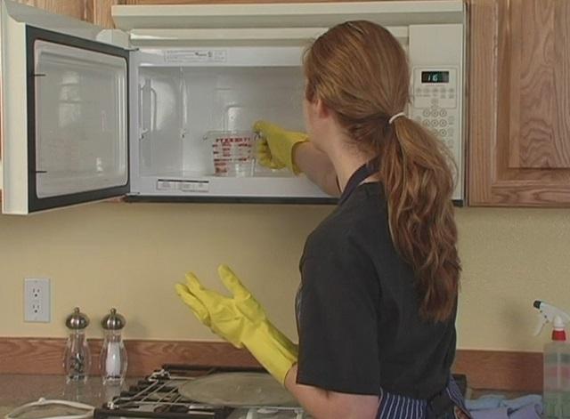 Így tisztítsd meg 5 perc alatt a mikrót a legegyszerűbb környezetbarát módszerrel