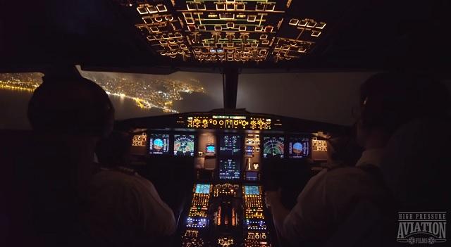 Ilyen csodálatos látvány a pilótafülkéből egy éjszakai landolás