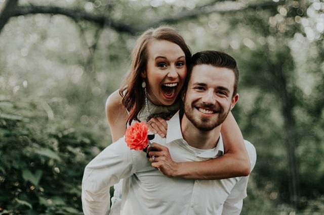 8 viselkedésforma, amit a férfi akkor tesz, ha igazán szerelmes!