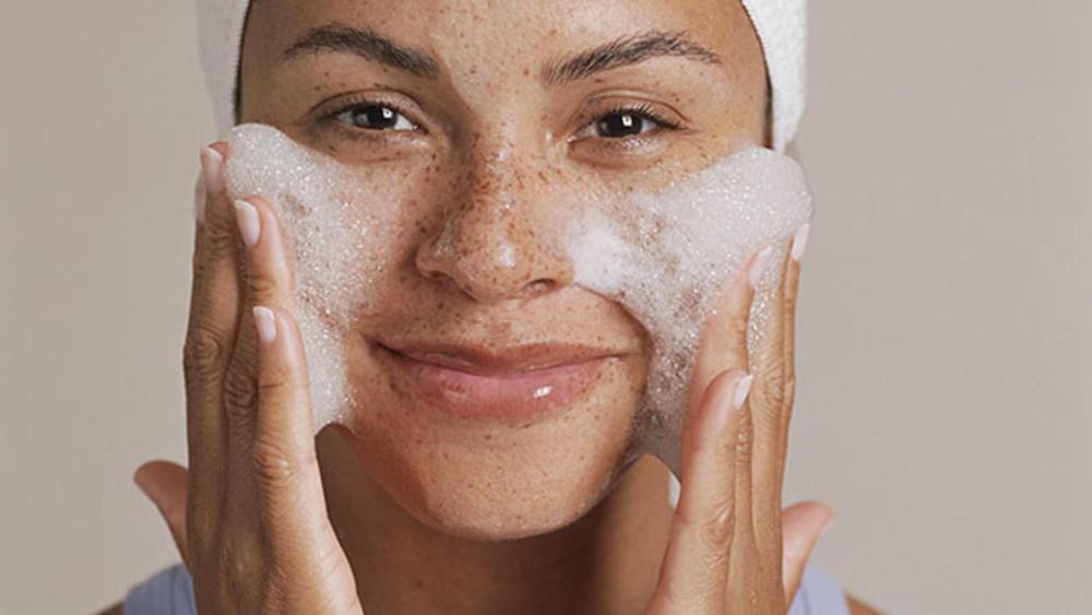 A bőrgyógyászok szerint ezzel a 8 termékkel sose kend be az arcod!