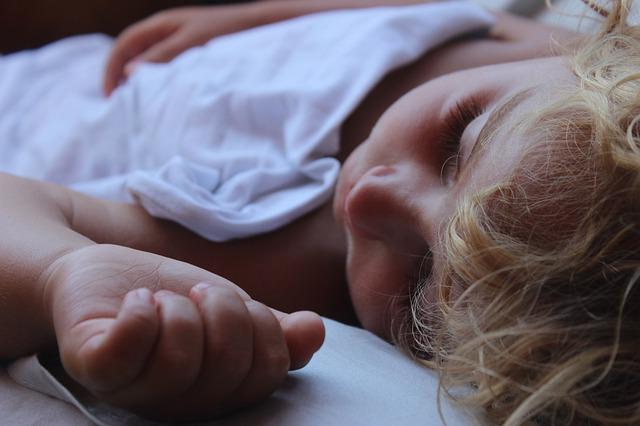 Szakvélemény: a gyerekeknek szükségük van a rendszeres pihenésre, ahhoz, hogy megfelelően fejlődhessenek!