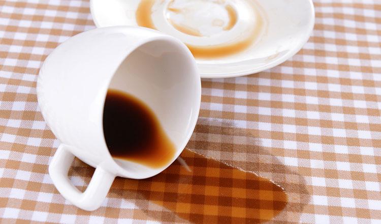 Ezt jelenti, ha kiömlik a kávéd az asztalra
