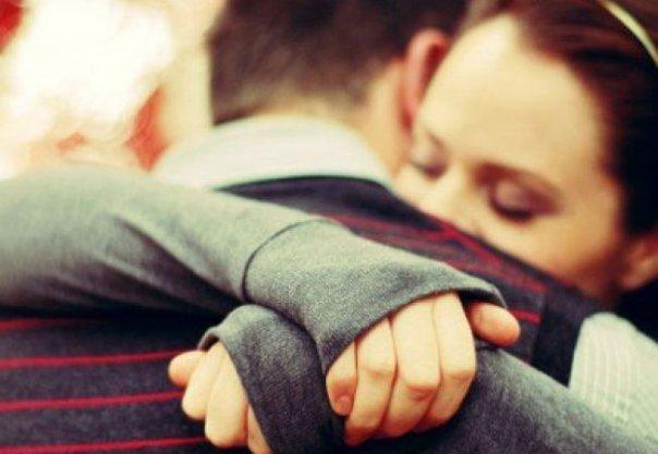 A nőknek naponta szükségük van ölelésre, hogy megőrizzék lelki és testi egészségüket!