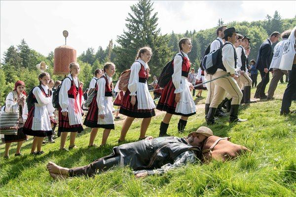 """A csíksomlyói búcsú szónoka: """"Isten, áldd meg a magyart""""."""