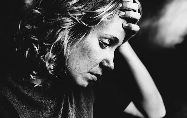 7 árulkodó jele annak, hogy valaki krónikus stresszben szenved (de el akarja rejteni ezt)!