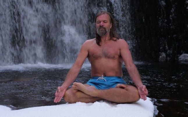 A tudósok elárulták, hogy miért képes az 59 éves holland férfi még a legnagyobb hidegben is rövidnadrágban szaladni