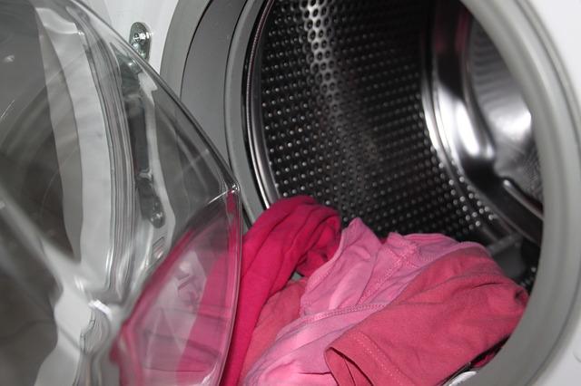Furcsa szagokat áraszt a mosógéped? Ezt kell tenned, hogy megszüntesd a problémát!