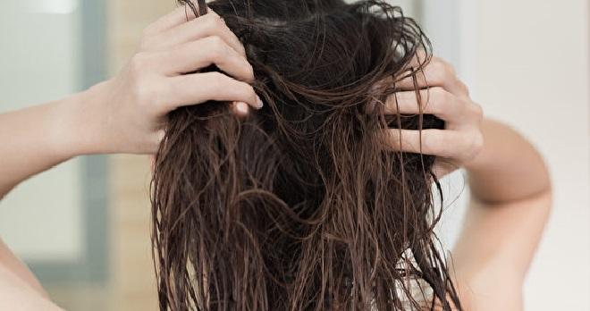 Ezért ne aludj el vizes hajjal - 4 nyomos ok a vizes hajjal való alvás ellen!