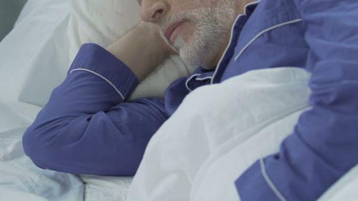 A szakemberek szerint ezért alszunk kevesebbet az életkor előrehaladtával