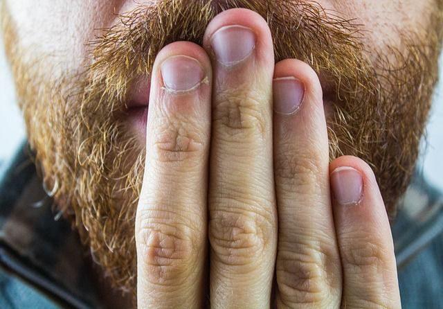 Túl gyakran böfögsz? 6 ok, ami kiválthatja ezt a kellemetlen hatást!