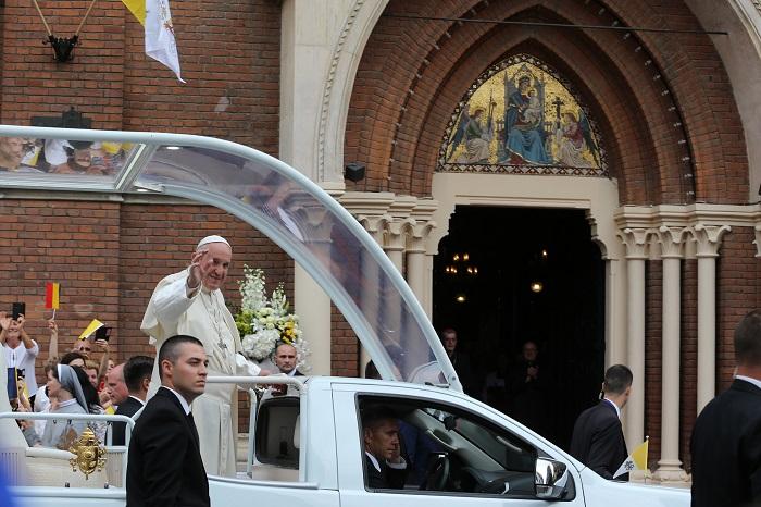 Erre buzdított Ferenc pápa első romániai látogatásán
