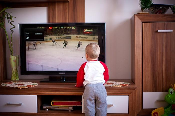 Autizmus-szerű tünetek mutatkoznak a gyereknél, ha túl sok tévét néz!