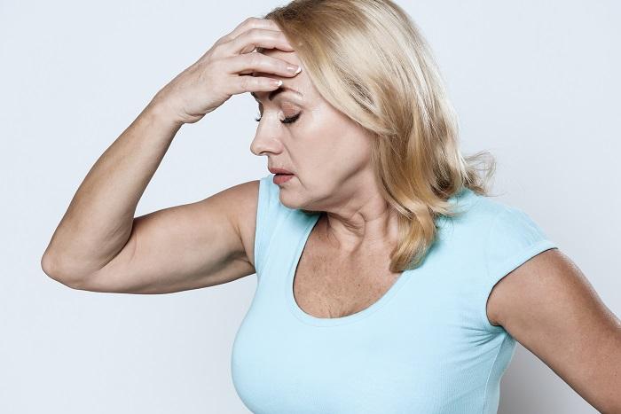 Emlékezetkiesés, hajhullás és másik 3 tünet, amelyet a menopauza okozhat!