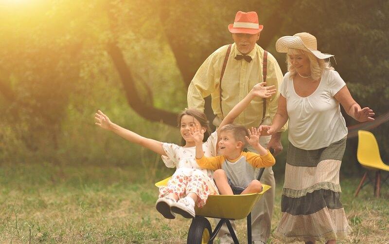 5 erőteljes ok, amiért a gyerekeknek nem lenne szabad nagyszülők nélkül felnőni