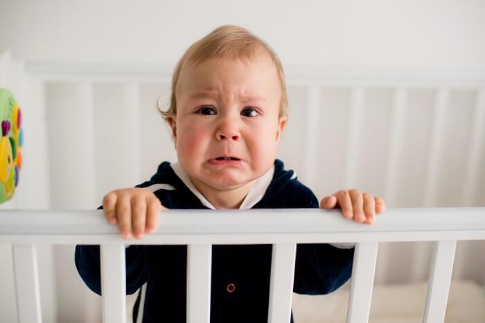 Azzal nem kényezteted el a gyerekedet, ha kivétel nélkül minden egyes alkalommal felveszed és megnyugtatod, amikor sír!